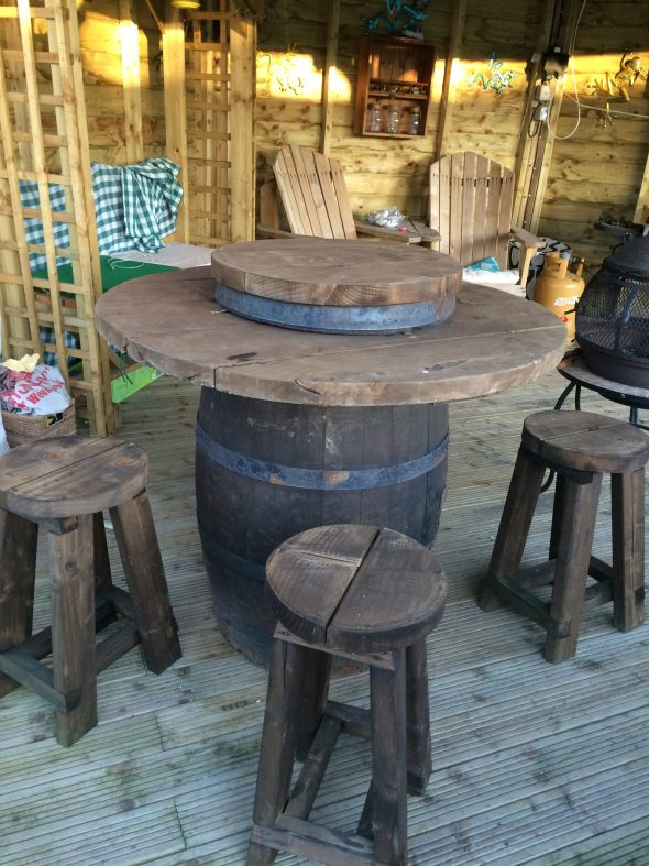Barrel table and stool